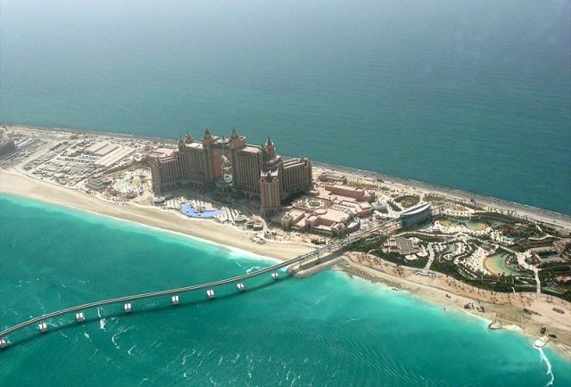 800px-Atlantis_The_Palm_on_8_May_2008_Pict_2.jpg
